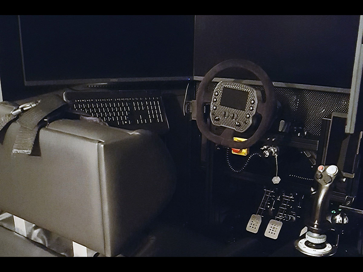 GS-105 GSeat Motion Simulator in a beautiful, professional cockpoit for simracing and flight sims