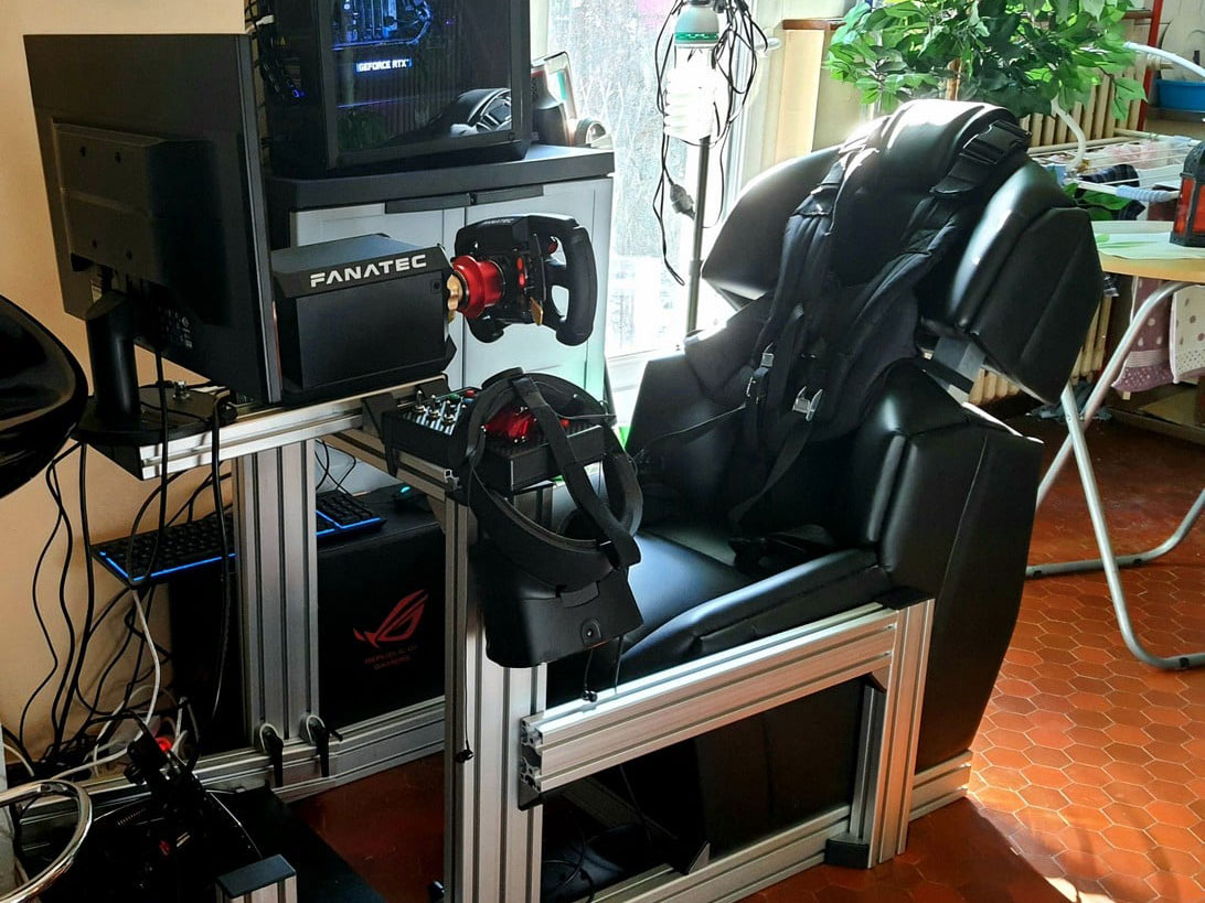 Black GS-Cobra GSeat motion simulator setup cockpit